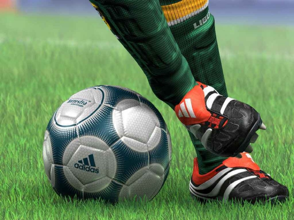 soccer_foot_work_spors_freecomputerdesktopwallpaper_1600